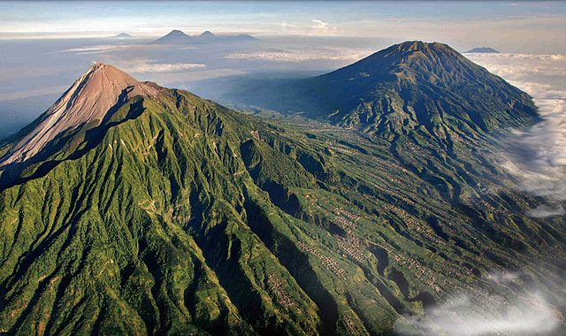 By Brigitte Werner (werner22brigitte on Pixabay) http://pixabay.com/en/users/werner22brigitte/ - http://pixabay.com/en/mount-merapi-volcano-indonesia-lava-113620/, CC0, https://commons.wikimedia.org/w/index.php?curid=30016817